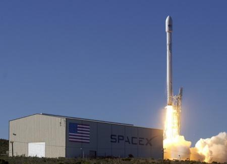 Ракета Falcon 9 взорвалась после старта.